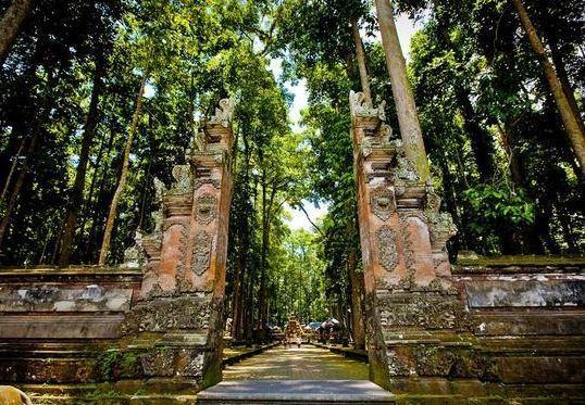 المعالم المقدسة في إندونيسيا
