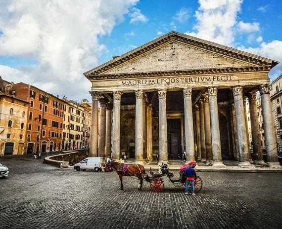 مبنى البانثيون في روما