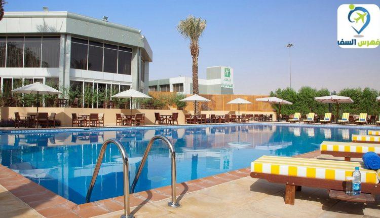 نادي هوليداي إن الازدهار وتعليم السباحة للأطفال المبتدئين